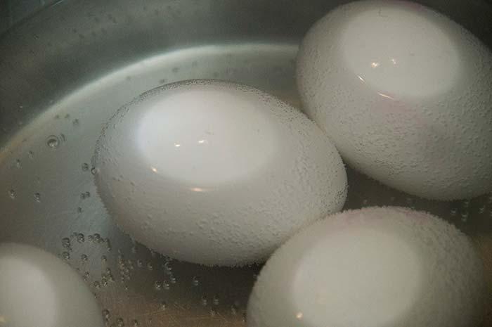 сколько минут нужно варить яйца вкрутую после закипания воды