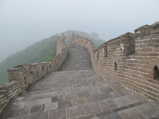 сколько строили великую китайскую стену
